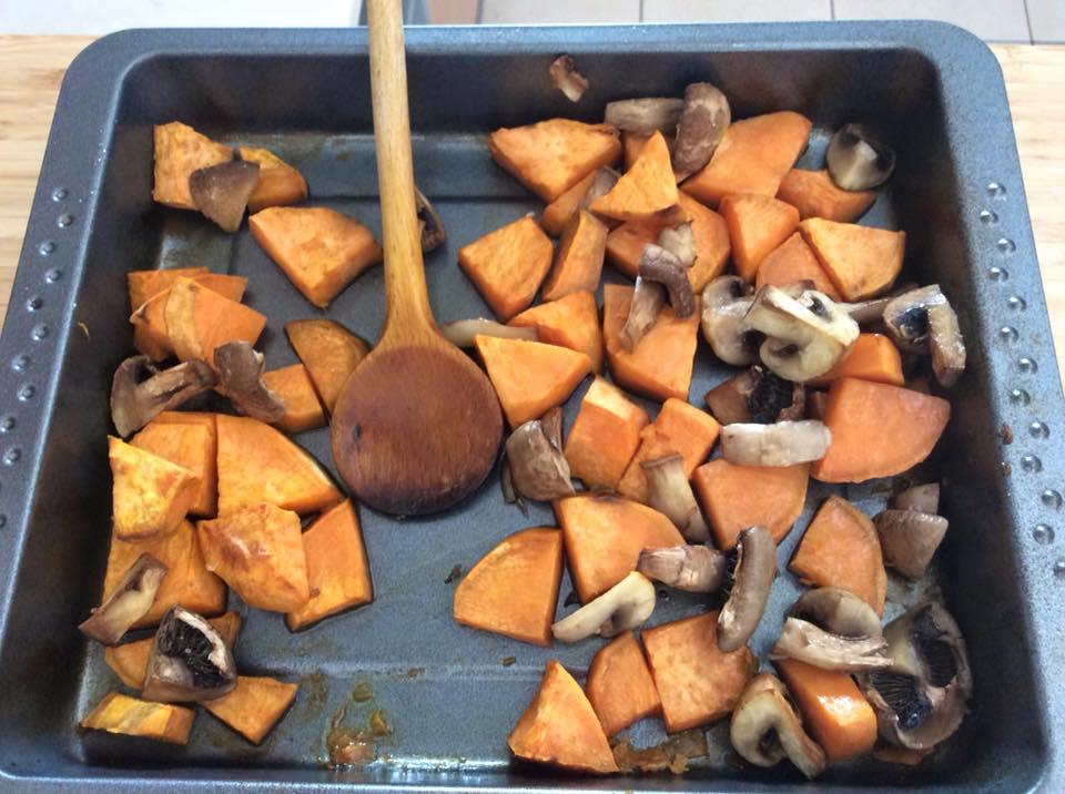 Egyik kedvenc köret alternatívánk: gombás-édesburgonya recept