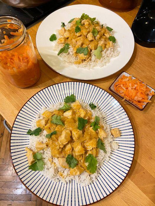 Csirkés curry, basmati rizzsel és fermentált zöldséggel